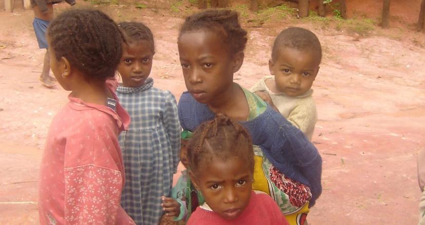Les enfants du village Pangalanes